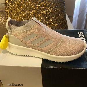Adidas cloud foam size 81/2 New